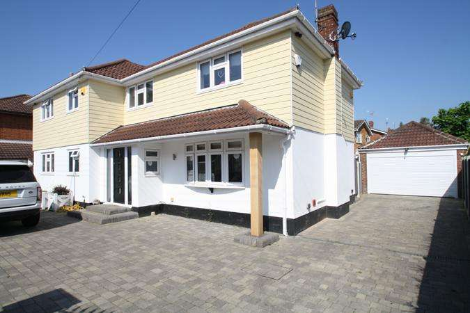 5 Bedrooms Detached House for sale in Thundersley SS7