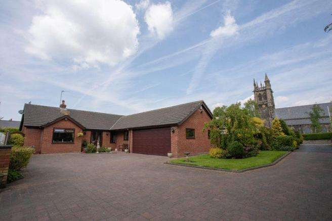 3 Bedrooms Property for sale in Long Lane, Aughton