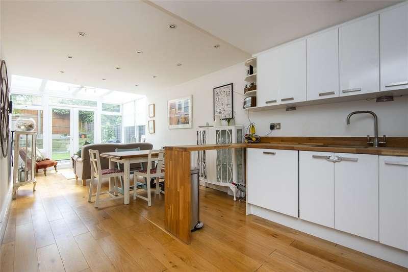 3 Bedrooms Flat for sale in Elderfield Road, London, E5