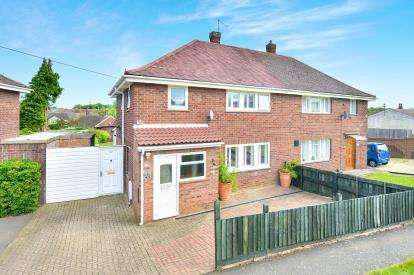 3 Bedrooms Semi Detached House for sale in Water Eaton Road, Bletchley, Milton Keynes, Bucks