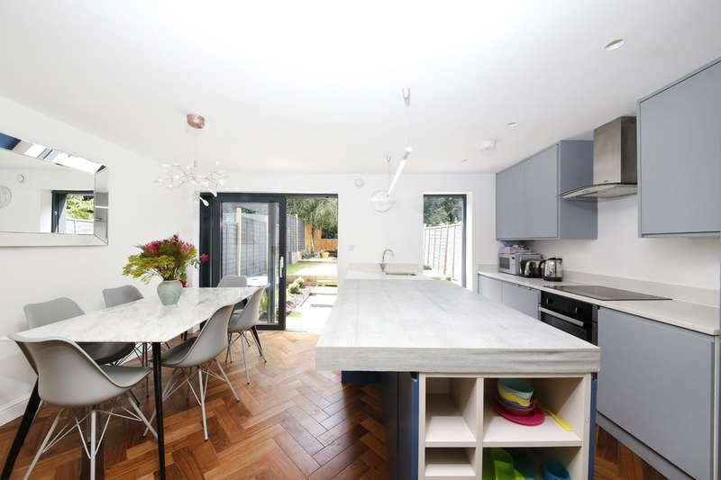 4 Bedrooms Terraced House for sale in Buckthorne Road, Brockley