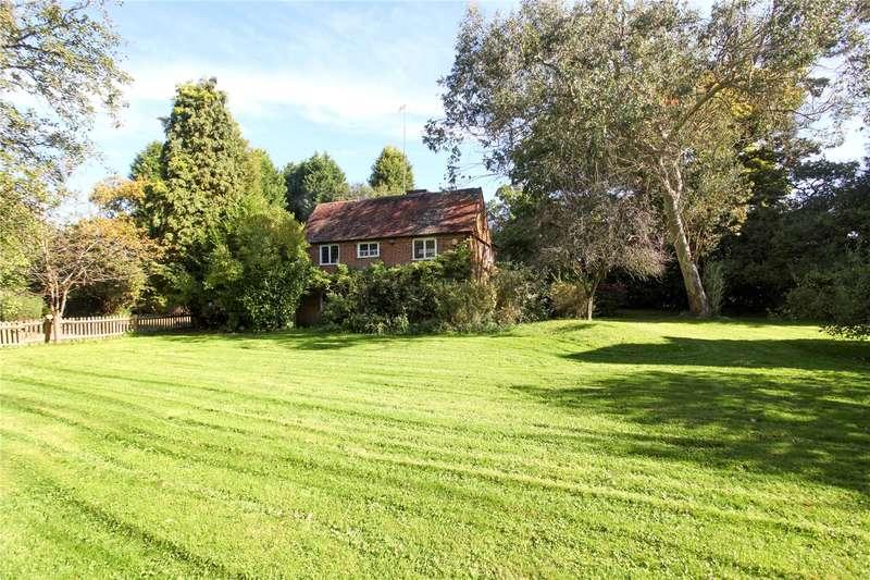 4 Bedrooms Detached House for sale in Horsham Road, Ellens Green, Horsham, Surrey, RH12