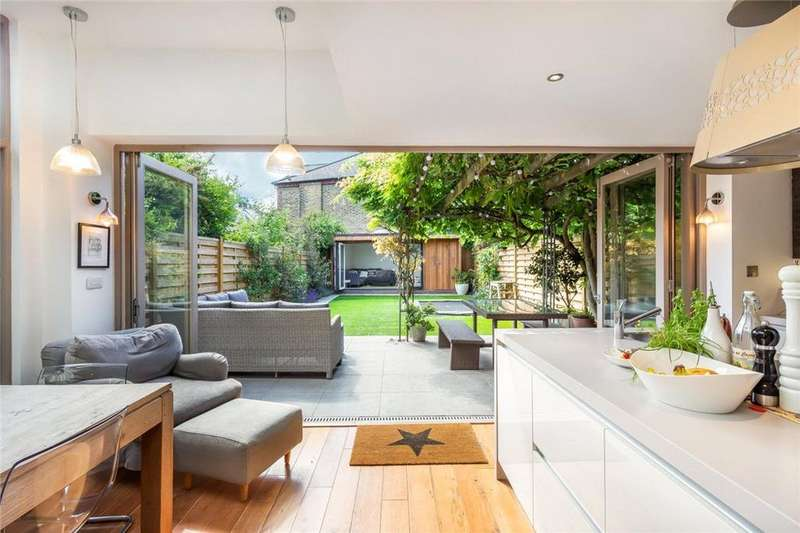 6 Bedrooms Semi Detached House for sale in Dornton Road, London, SW12