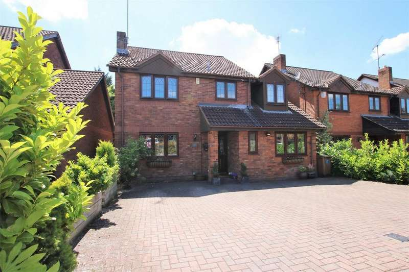 4 Bedrooms Detached House for sale in Thorn Close, WOKINGHAM, Berkshire