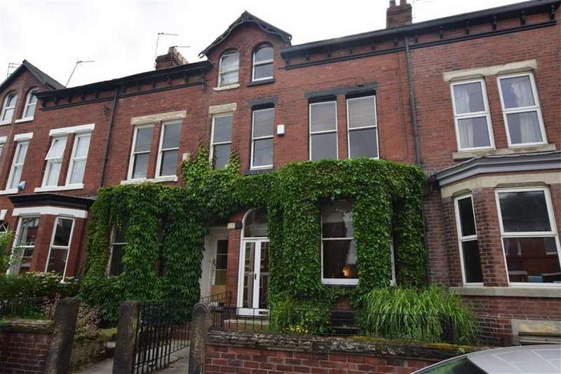 4 Bedrooms Terraced House for sale in Lynwood Grove, Sale, M33