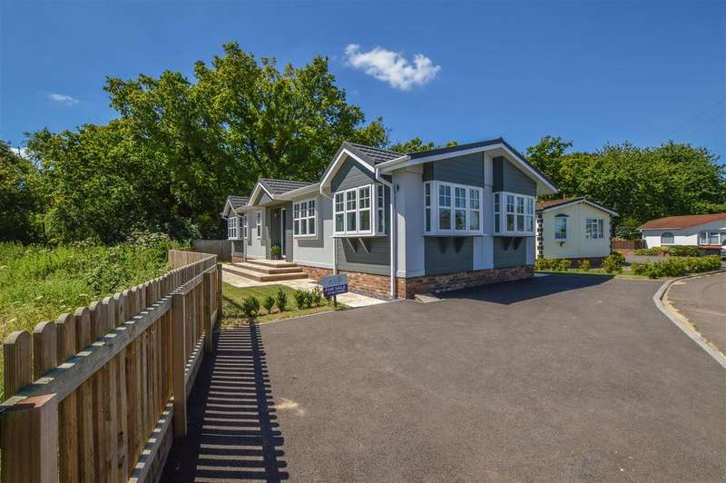 2 Bedrooms Park Home Mobile Home for sale in The Grand Symphony, Half Moon Lane, Pepperstock, Luton
