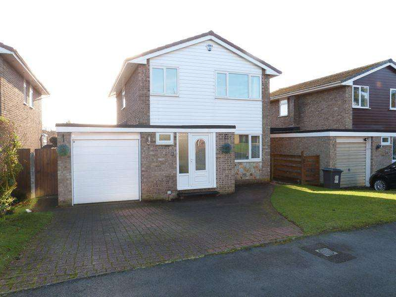 4 Bedrooms Detached House for sale in Somerset Close, Congleton