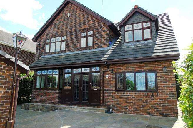 4 Bedrooms Detached House for sale in 89 Staincross Common, Staincross, Barnsley, S75 6NA