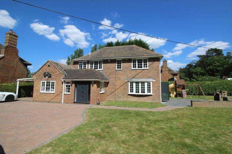 4 Bedrooms Detached House for sale in Rusper Road, Crawley