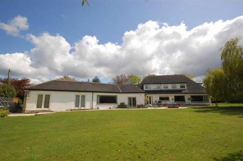 5 Bedrooms Detached House for sale in Northfield Lane, Highburton, Huddersfield, HD8 0QT