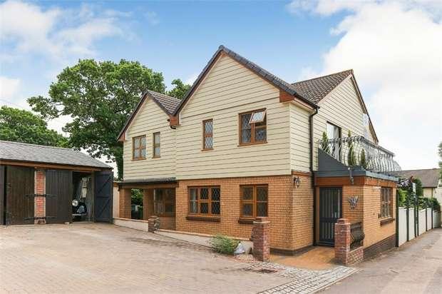 4 Bedrooms Detached House for sale in Hatchmoor Road, Torrington, Devon