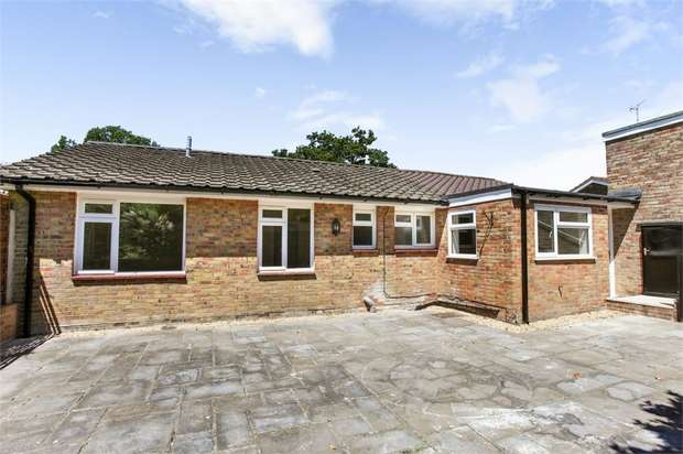 4 Bedrooms Detached Bungalow for sale in Carisbrooke Court, Romsey, Hampshire
