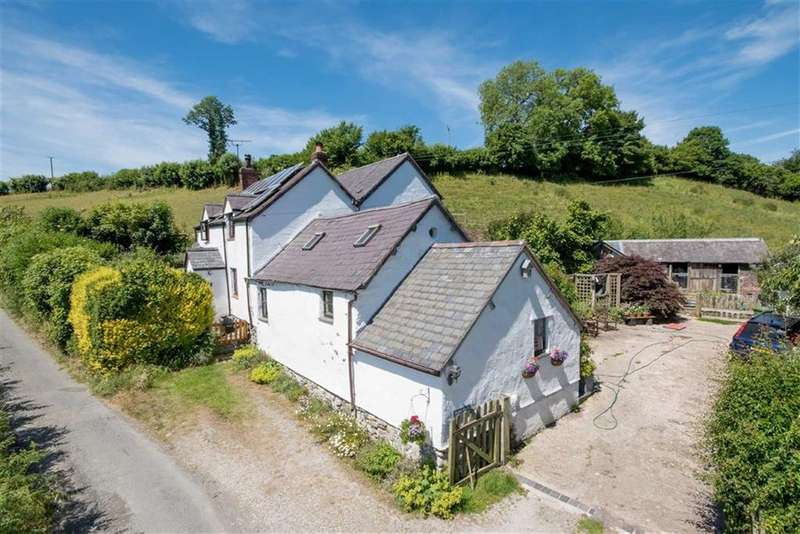 3 Bedrooms Detached House for sale in Derwen, Corwen