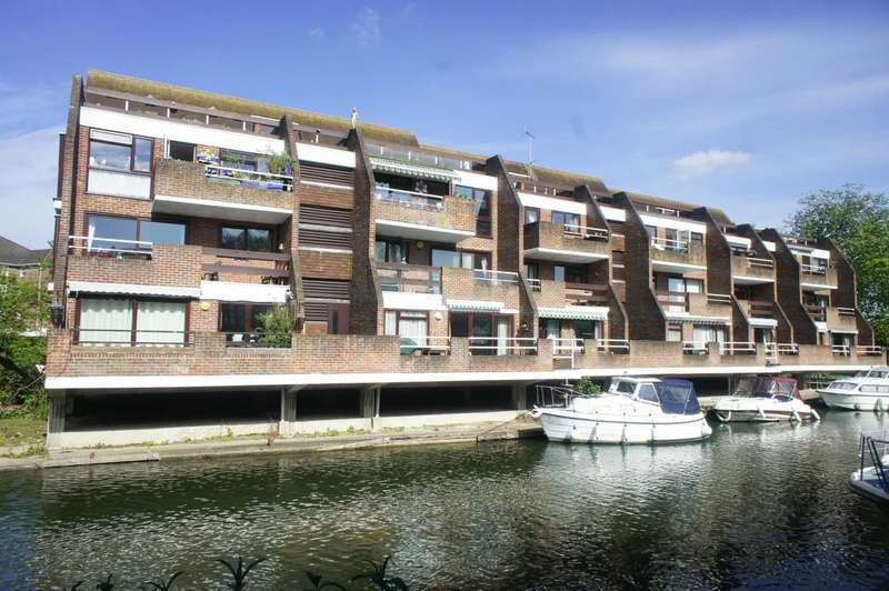 2 Bedrooms Apartment Flat for sale in Riverside Court, Caversham