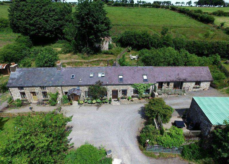 7 Bedrooms Detached House for sale in Panteg Cross, Croeslan