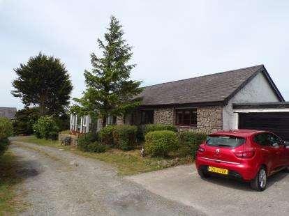 3 Bedrooms Bungalow for sale in Penisarwaun, Caernarfon, Gwynedd, LL55