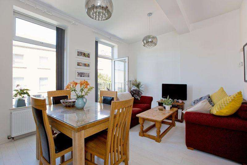 3 Bedrooms Apartment Flat for sale in Bramshill Gardens, Dartmouth Park NW5