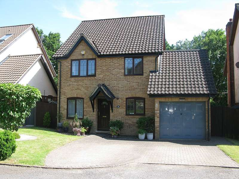 4 Bedrooms Detached House for sale in Wyvern Close, Bracknell, Berkshire, RG12 7HZ