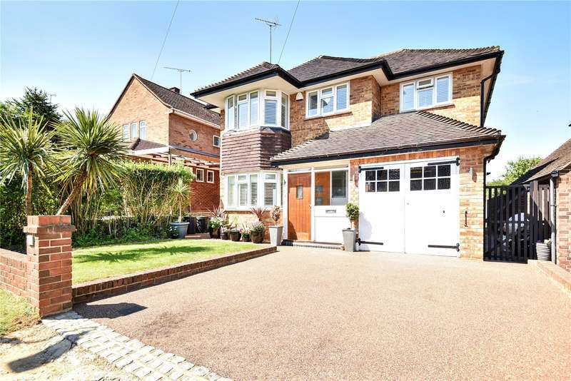 4 Bedrooms Detached House for sale in Dean Close, Hillingdon, Middlesex, UB10