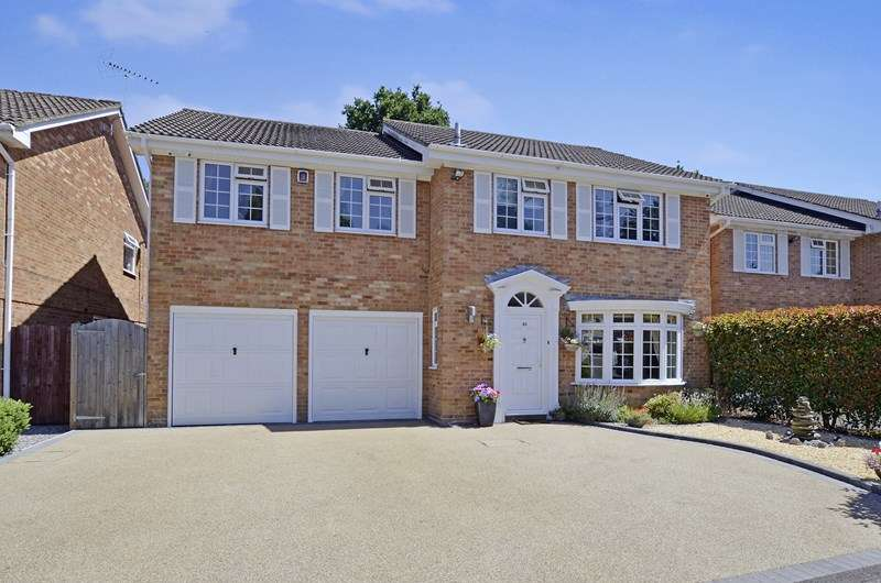 5 Bedrooms Detached House for sale in Sarum Avenue, West Moors, Ferndown