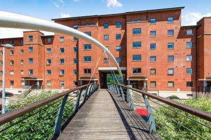 2 Bedrooms Flat for sale in Henke Court, Atlantic Wharf, Cardiff Bay, Cardiff