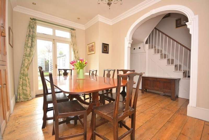 3 Bedrooms Terraced House for sale in New London Road, Chelmsford, Essex, CM2