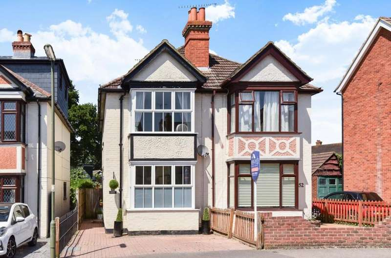 2 Bedrooms Semi Detached House for sale in Gordon Avenue, Camberley, GU15