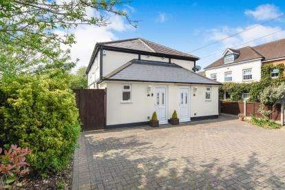 3 Bedrooms Semi Detached House for sale in Woodside, Thornwood, Epping