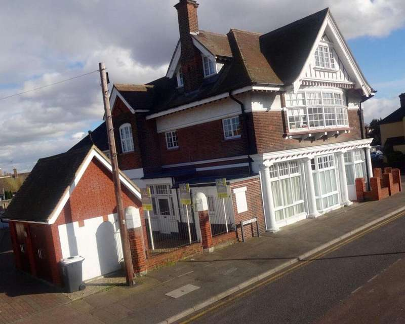 2 Bedrooms Block Of Apartments Flat for sale in Moat Lane, Erith