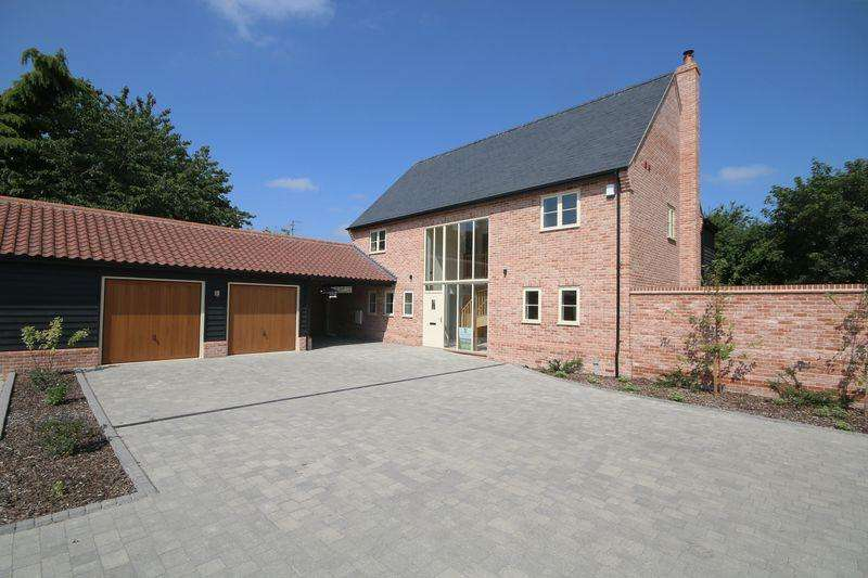 4 Bedrooms Detached House for sale in Ashfield Gardens (off Church Lane), Isleham.