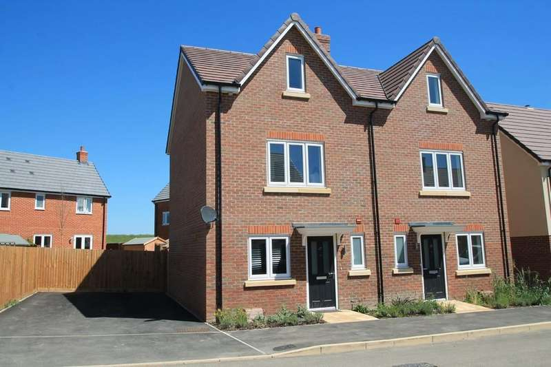 3 Bedrooms Semi Detached House for sale in Topaz Lane, Berryfields