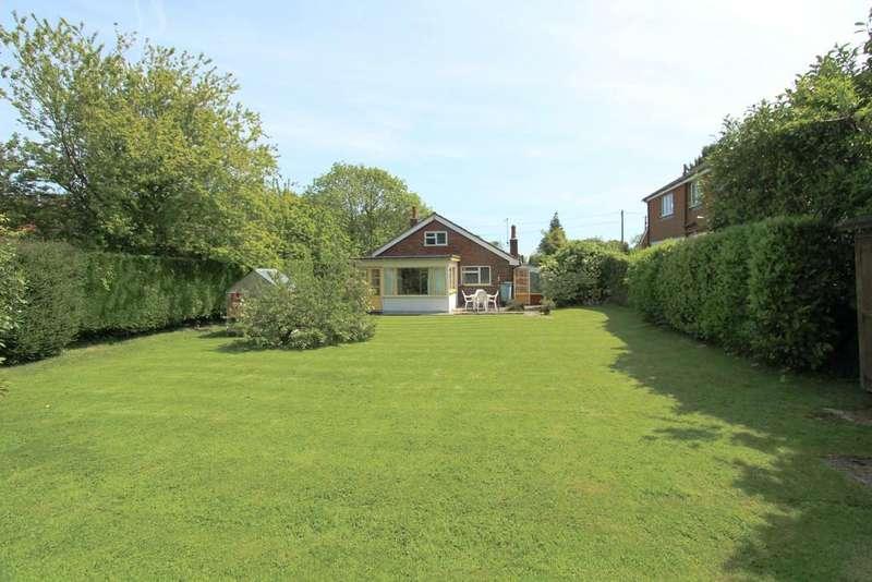 3 Bedrooms Detached Bungalow for sale in Ramsdean Road, Petersfield
