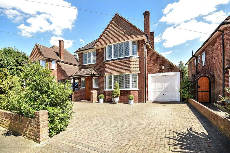 3 Bedrooms Detached House for sale in Arlington Drive, Ruislip, Middlesex, HA4
