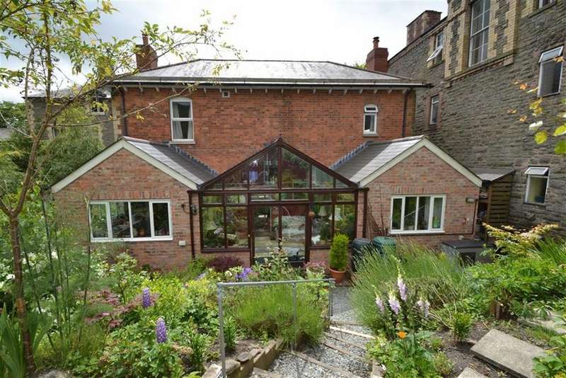 3 Bedrooms Detached House for sale in Station Road, Knighton