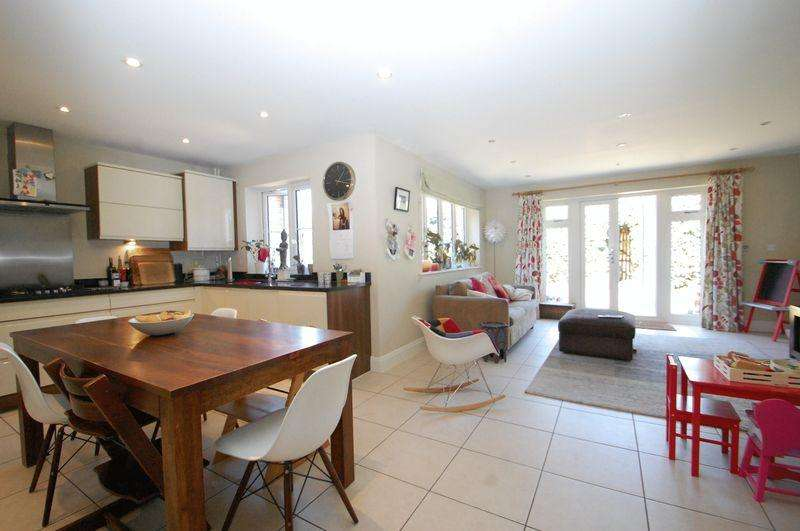 4 Bedrooms Semi Detached House for sale in Piggott Place, Sheet, Petersfield