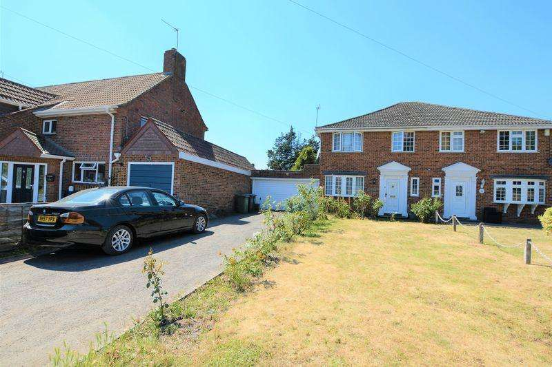 4 Bedrooms Semi Detached House for sale in Little Sutton Lane, Iver/Langley borders