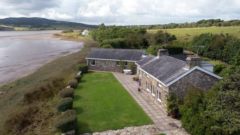 3 Bedrooms Detached House for sale in Llys Dulas, Isle of Anglesey, North Wales