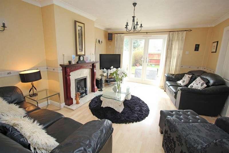 5 Bedrooms Detached House for sale in Hayfield, Stevenage, SG2 7JP