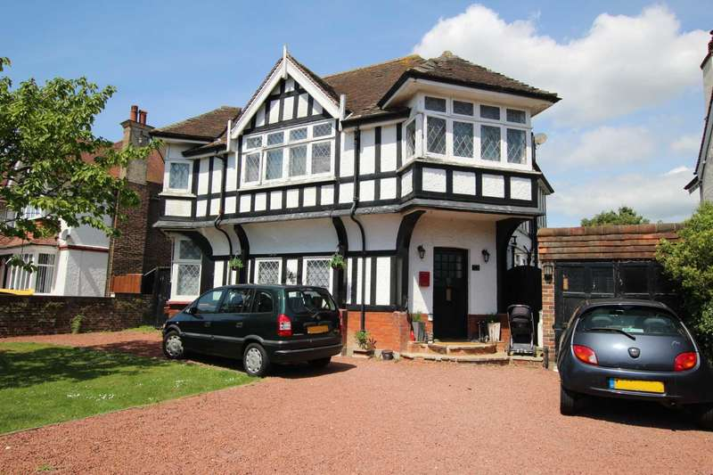 4 Bedrooms Detached House for sale in Rosebery Avenue, Eastbourne, BN22 9QB