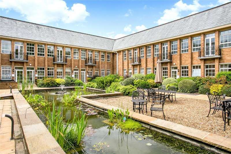 2 Bedrooms Flat for sale in The Water Gardens, De Havilland Drive, Hazlemere, High Wycombe, HP15