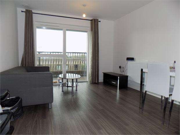 2 Bedrooms Flat for sale in Adenmore Road, Catford, London, SE6 4BS