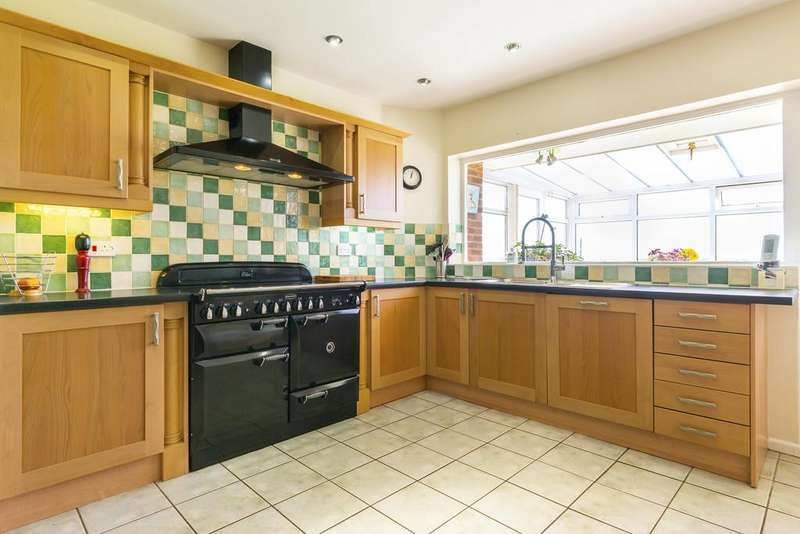 6 Bedrooms Detached House for sale in Church Road, Little Leigh