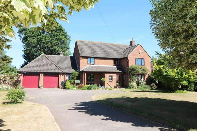 5 Bedrooms Detached House for sale in Bunwell Road, Spooner Row, Wymondham