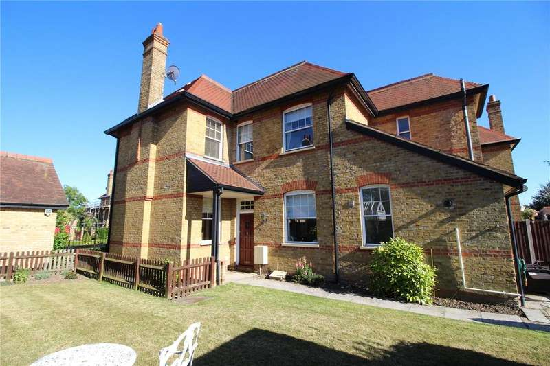 3 Bedrooms House for sale in The Mall, Hornchurch, RM11