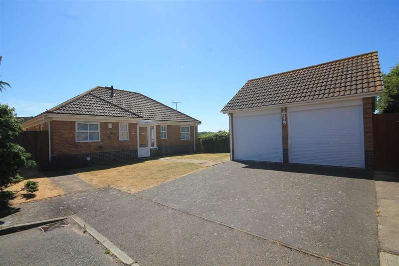 3 Bedrooms Bungalow for sale in Penzance Close, Clacton on Sea