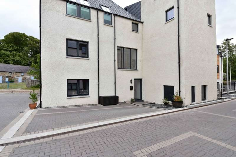 2 Bedrooms Ground Flat for sale in North Deeside Road, Aberdeen, AB15 9EE