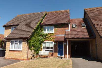 2 Bedrooms Terraced House for sale in Dove Close, Sandy, Bedfordshire