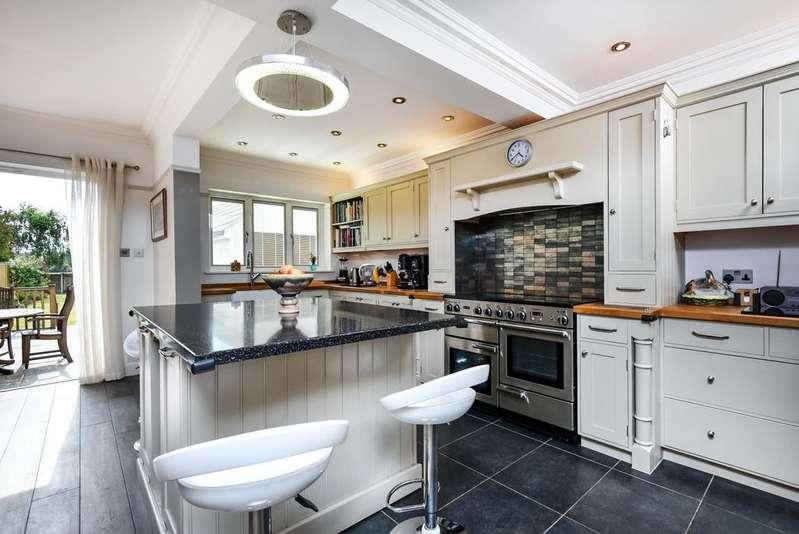 4 Bedrooms Detached House for sale in Horn Park Lane Lee SE12