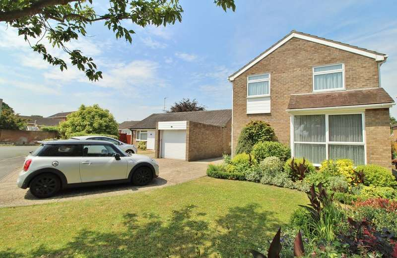 4 Bedrooms Detached House for sale in Corby Close, Woodley, Reading, RG5 4TL