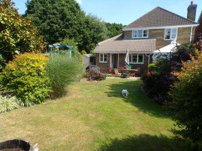 4 Bedrooms Detached House for sale in Warsash, Hampshire